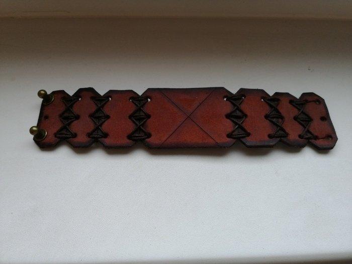 Пример кожаного браслета