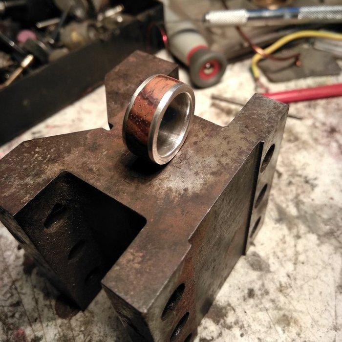 Пример кольца из ламели древесины зебрано