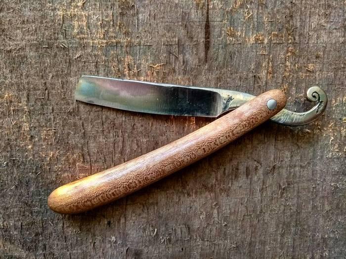Пример деревянной рукояти опасной бритвы