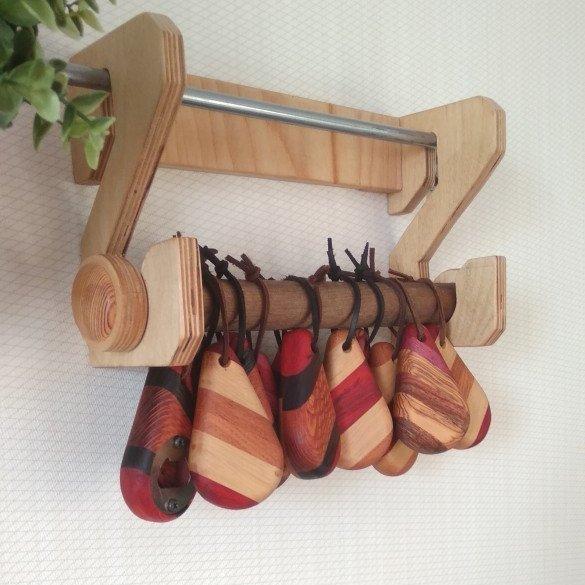 брелки из разных пород древесины