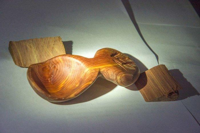 Пример изделия из древесины цедера