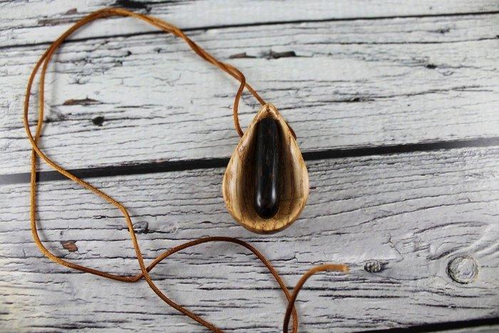 Пример работы из древесины черной пальмы