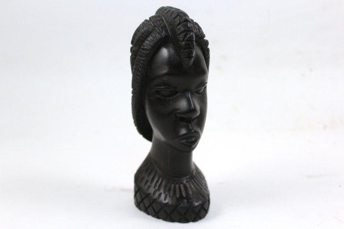 Пример изделия из древесины черного эбена