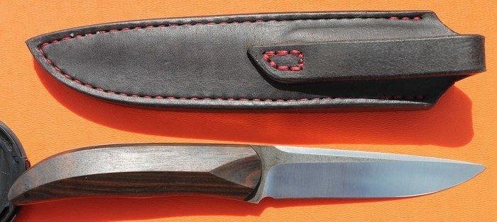 Пример рукояти из древесины эбена макассар