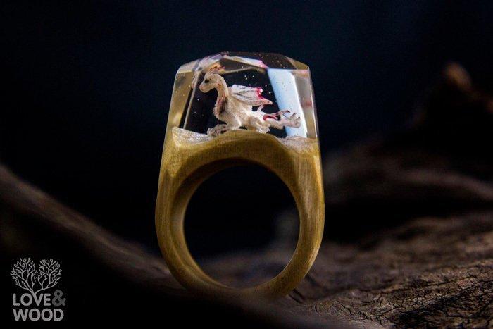 Пример кольца из граба и эпоксидной смолы