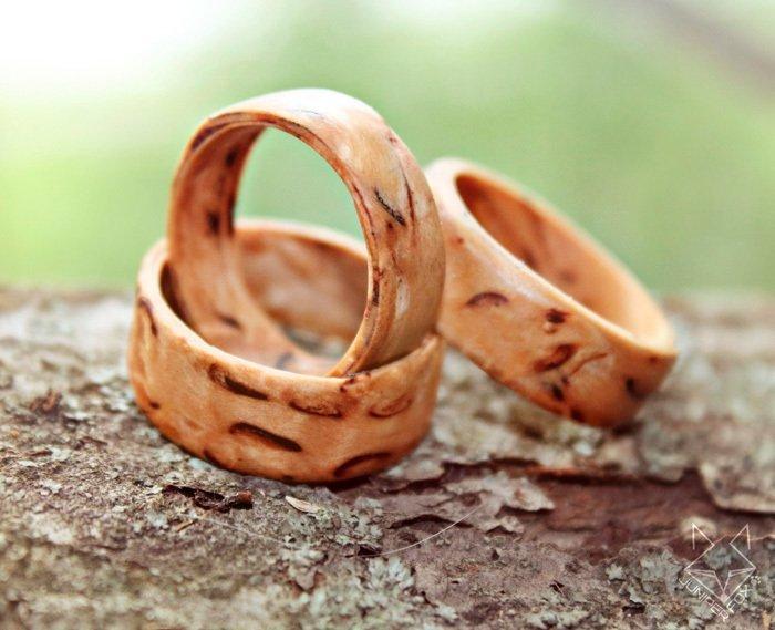 Пример кольца из карельской березы