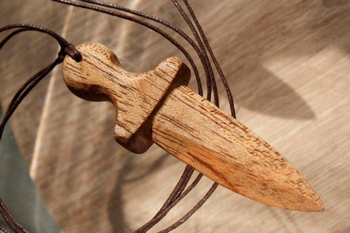 Пример работы из древесины кайи