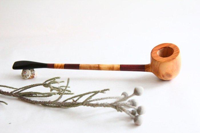 Пример курительной трубки из оливы