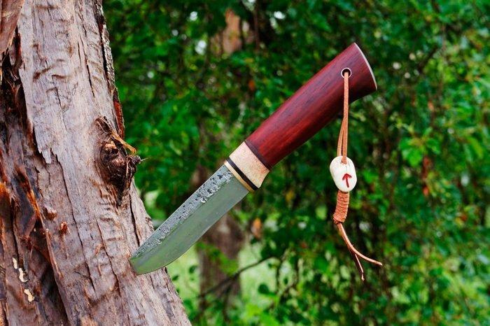 Нож с рукоятью из падука
