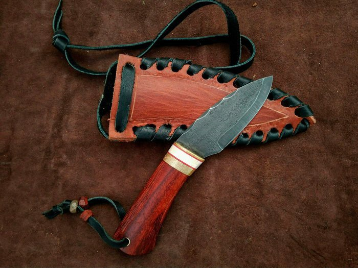 нож с рукоятью из древесины падука