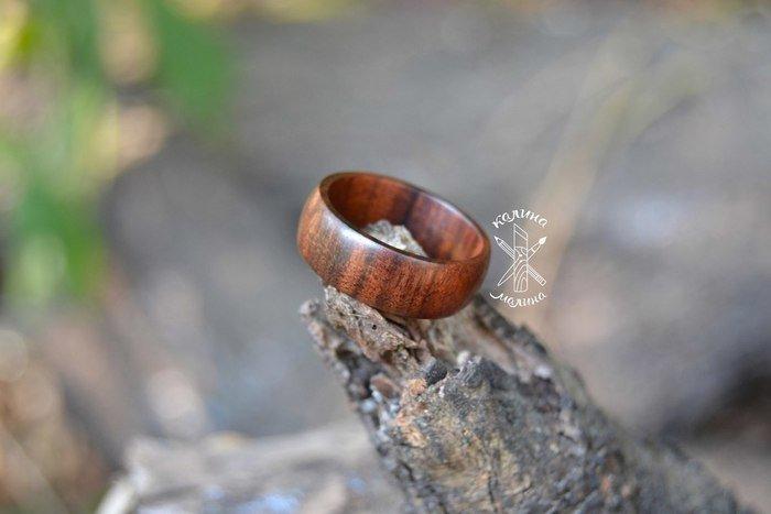Пример кольца из древесины палисандра сантоса