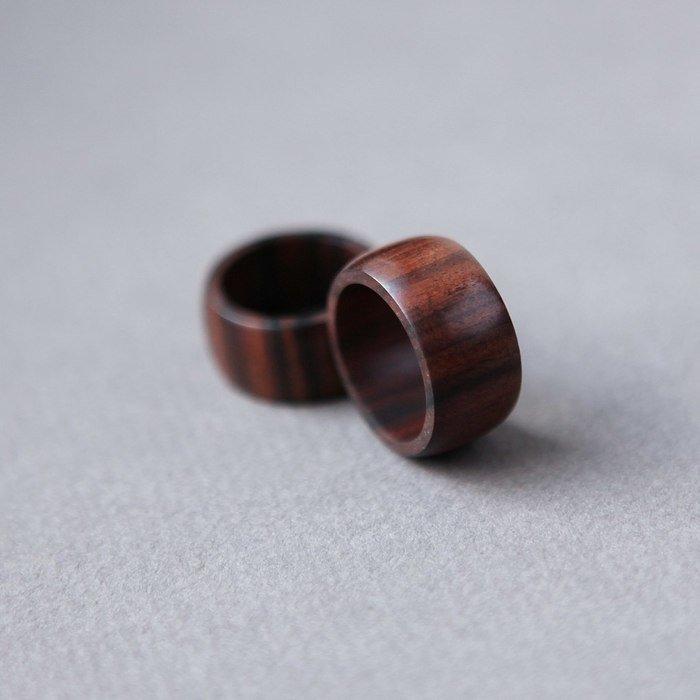 Пример колец из палисандра сантоса