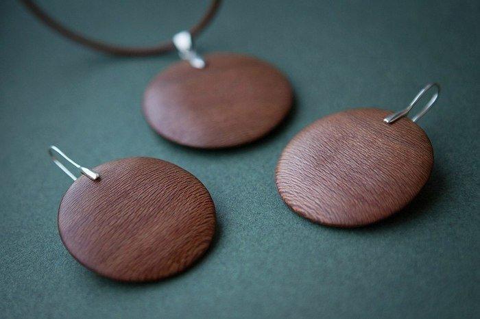 Пример украшений из древесины платана