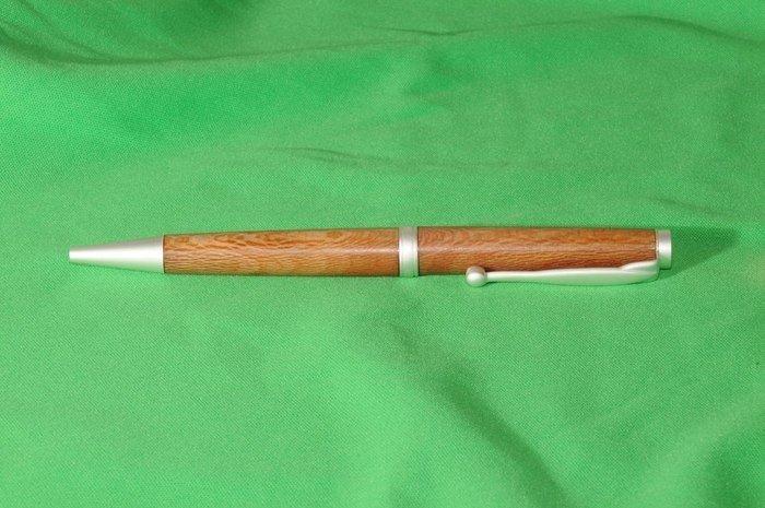 Пример ручки из древесины платана