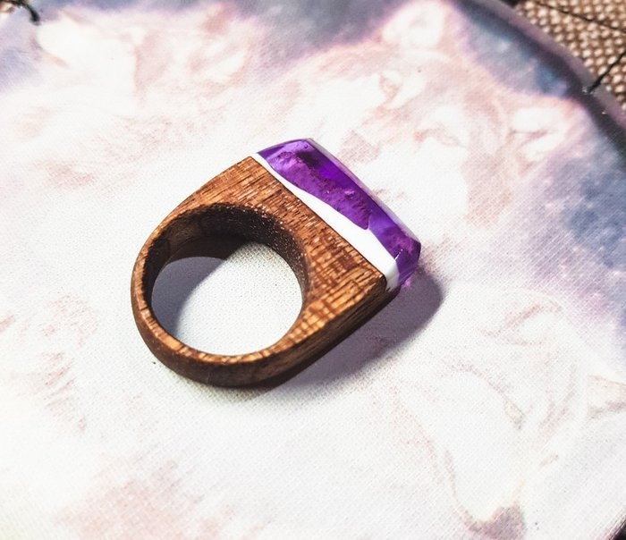 Пример кольца из древесины сапеле