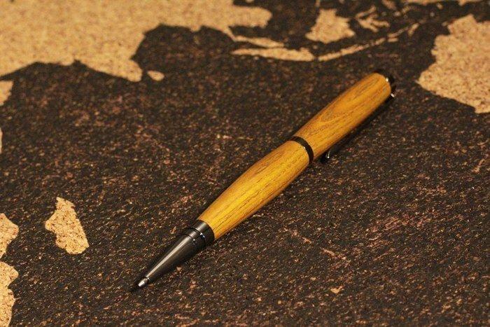 Пример изделия из древесины скумпии