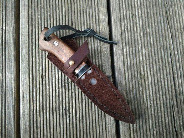 Пример рукояти ножа из древесины тика