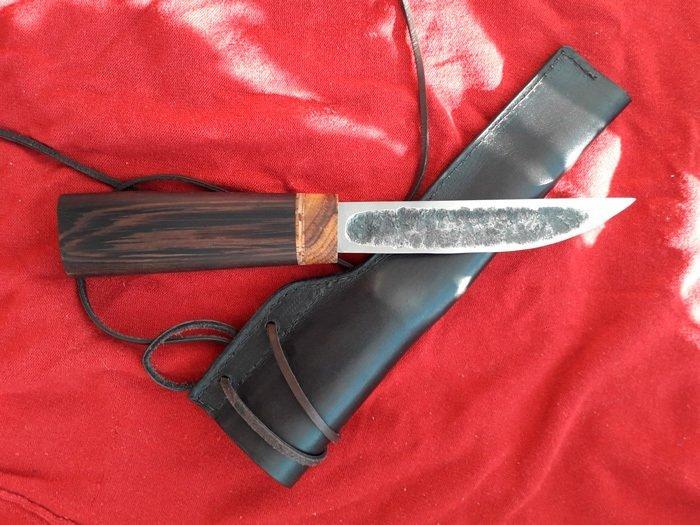 Пример рукояти якутского ножа из древесины венге