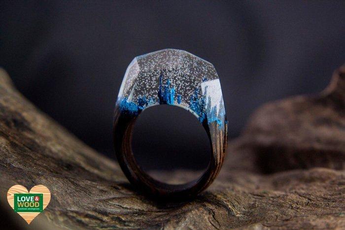 Пример кольца из древесины венге и эпоксидной смолы
