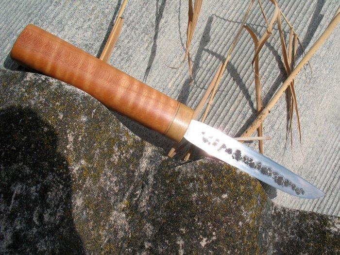 Пример рукояти ножа из вишни