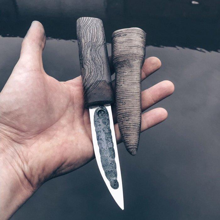 Пример рукояти ножа из древесины ясеня