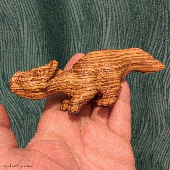 Пример резьбы из древесины ясеня
