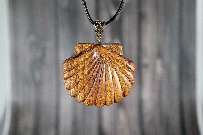 Пример украшений из древесины ятобы