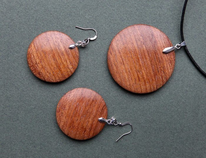 Пример работы из древесины ятобы