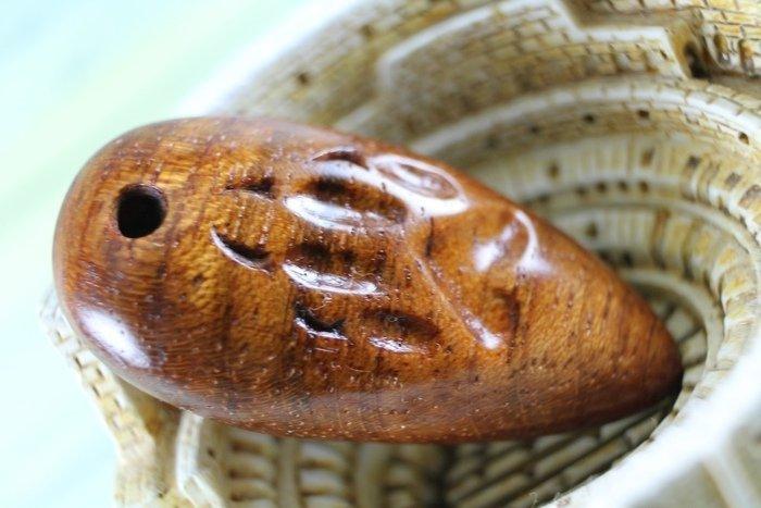 Пример кулона из древесины ятобы