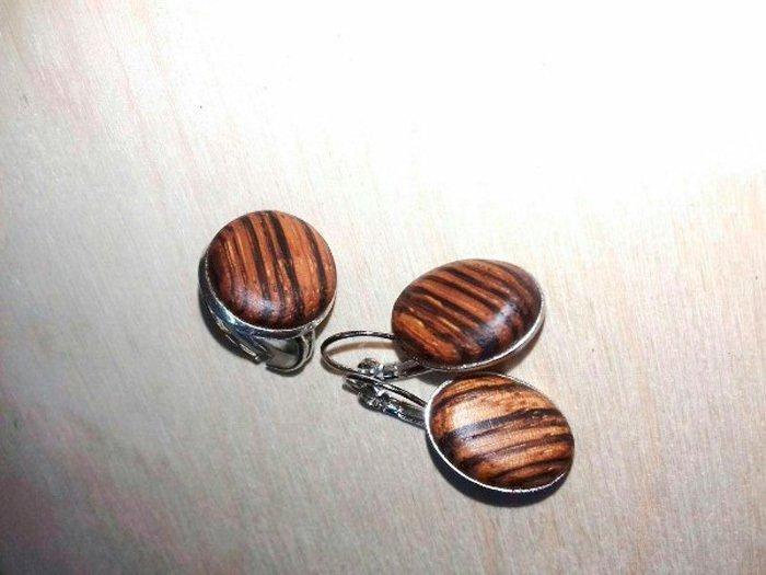 Серьги и кольцо из зебрано