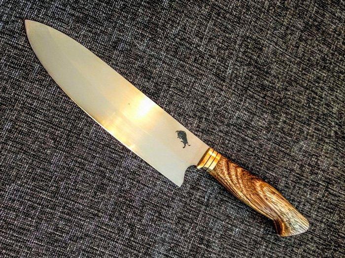 Нож с рукоятью из древесины зебрано