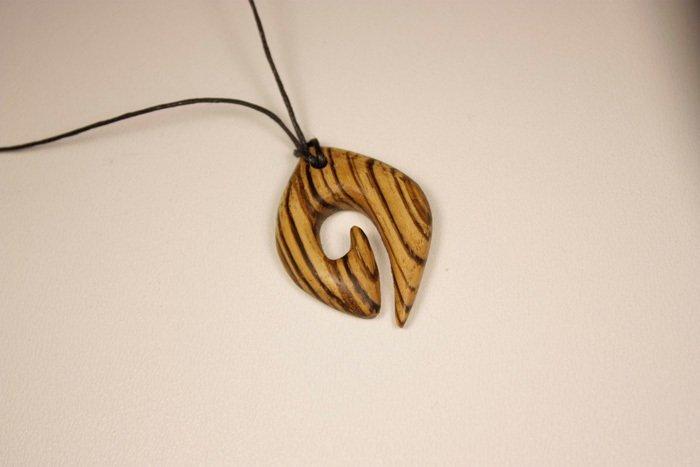 Кулон из древесины зебрано