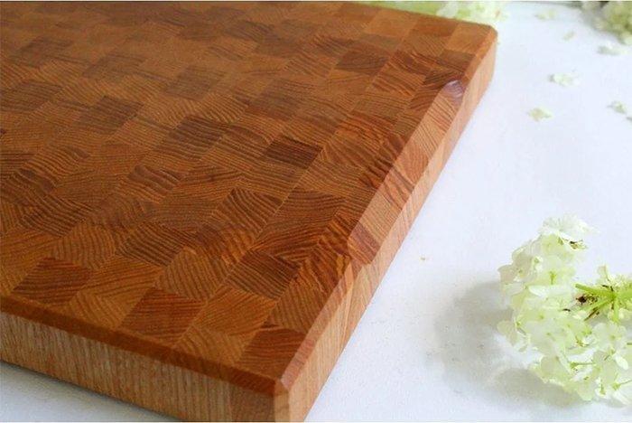 торцевая разделочная доска из древесины ясеня