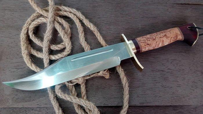 нож с гардой из латуни
