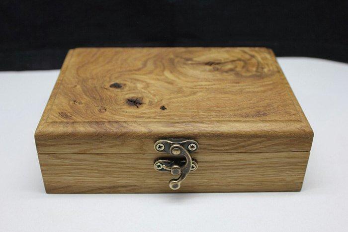 металический замок для деревянной шкатулки