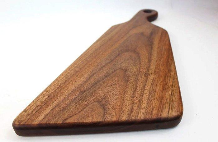 деревянная доска из древесины грецкого ореха