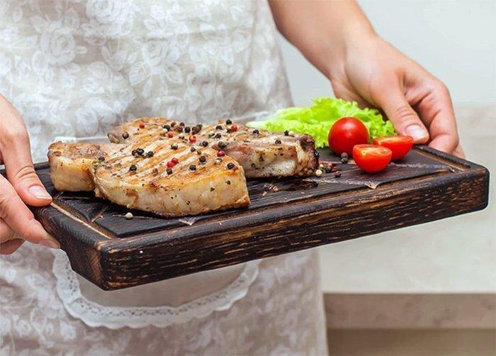 деревянная доска для подачи мяса