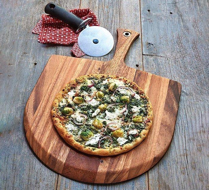 деревянная доска-лопата для подачи пиццы