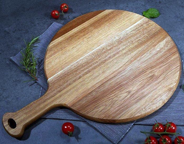 поднос из древесины для подачи пиццы с ручкой