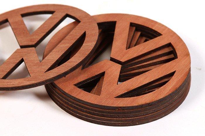 логотип бренда из дерева