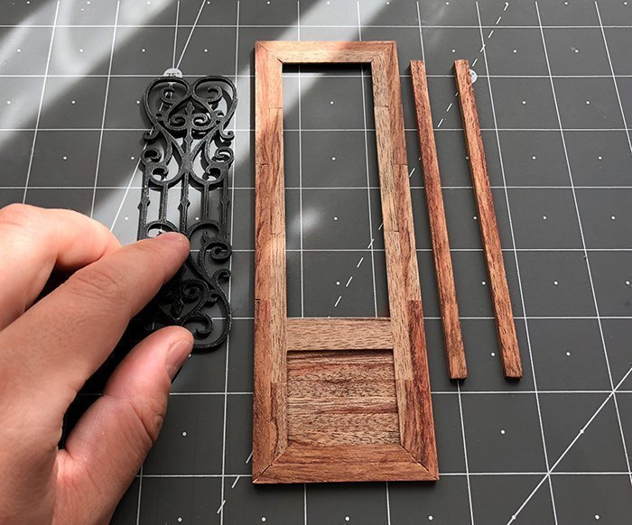 миниатюрная дверь для диорамы из древесины