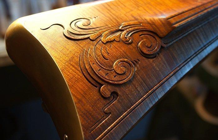 резьба на деревянном прикладе