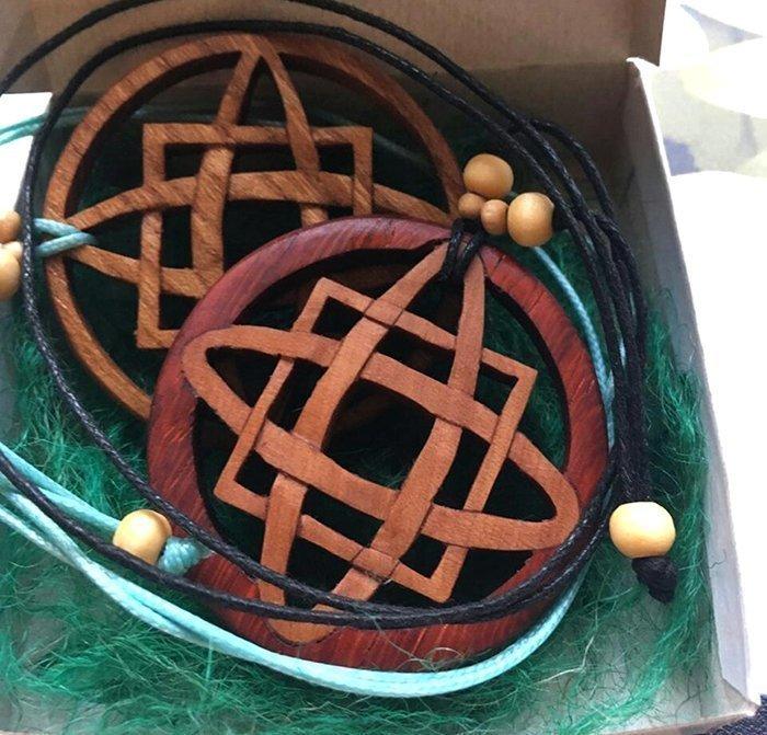 деревянные украшения с помрытием тунговым маслом