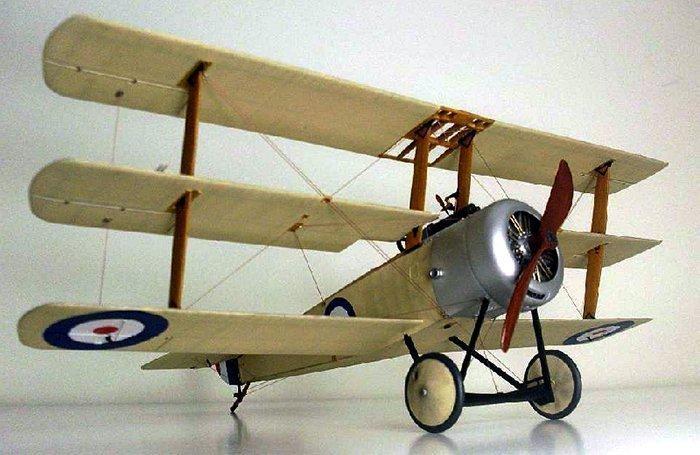 миниатюрная модель аэроплана