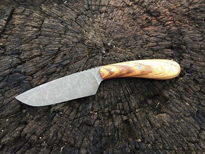 нож с накладной рукоятью из древесины зебрано
