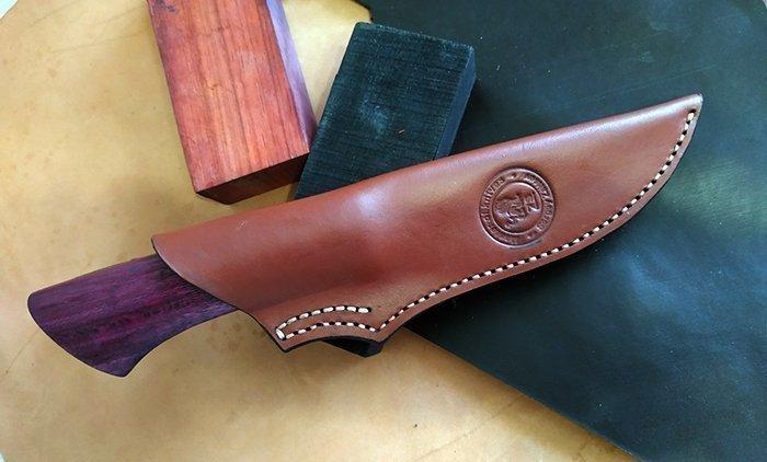нож с кожаными ножнами