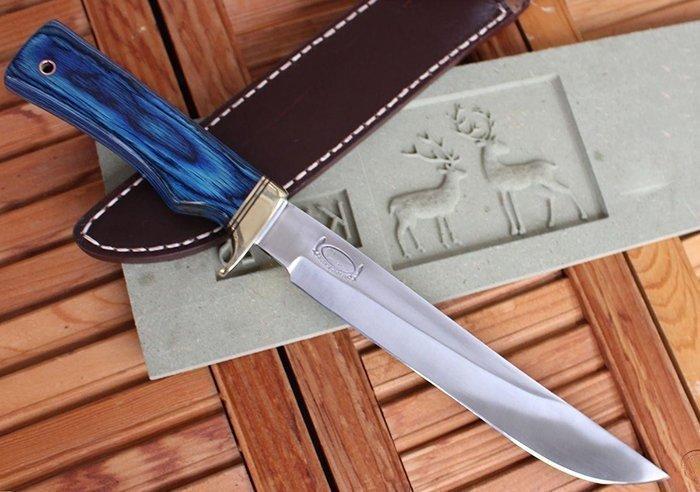 нож с стабилизированной древесиной на рукояти