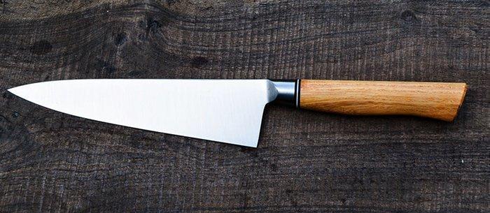 нож с рукоятью из древесины гледичии