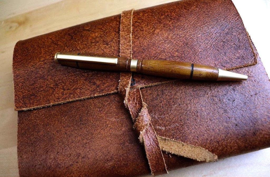 ручка с корпусом из древесины афзелии пахилобы