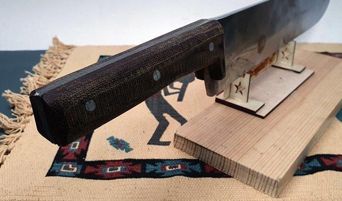 нож с рукоятью из текстолита